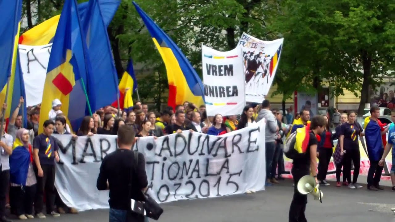 Thousands of youngsters ask for unification with #Romania