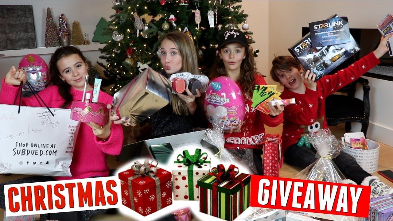 Heel veel kerst cadeautjes uitpakken en weggeven aan jullie