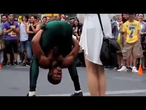 Фантастический уличный танцор в New York