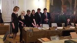 Antti Rinteen hallituksen uudet ministerit vannovat virkavalan ja antavat virkavakuutuksen