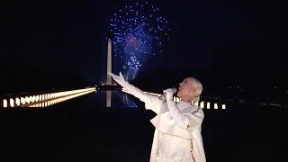 Inauguration Day, Katy Perry canta Firework e partono i fuochi d'artificio per Biden e Harris