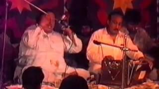 Tumhe Dillagi Bhool Jani Padegi by Nusrat Fateh Ali Khan  ,Very Old Live Rare Video