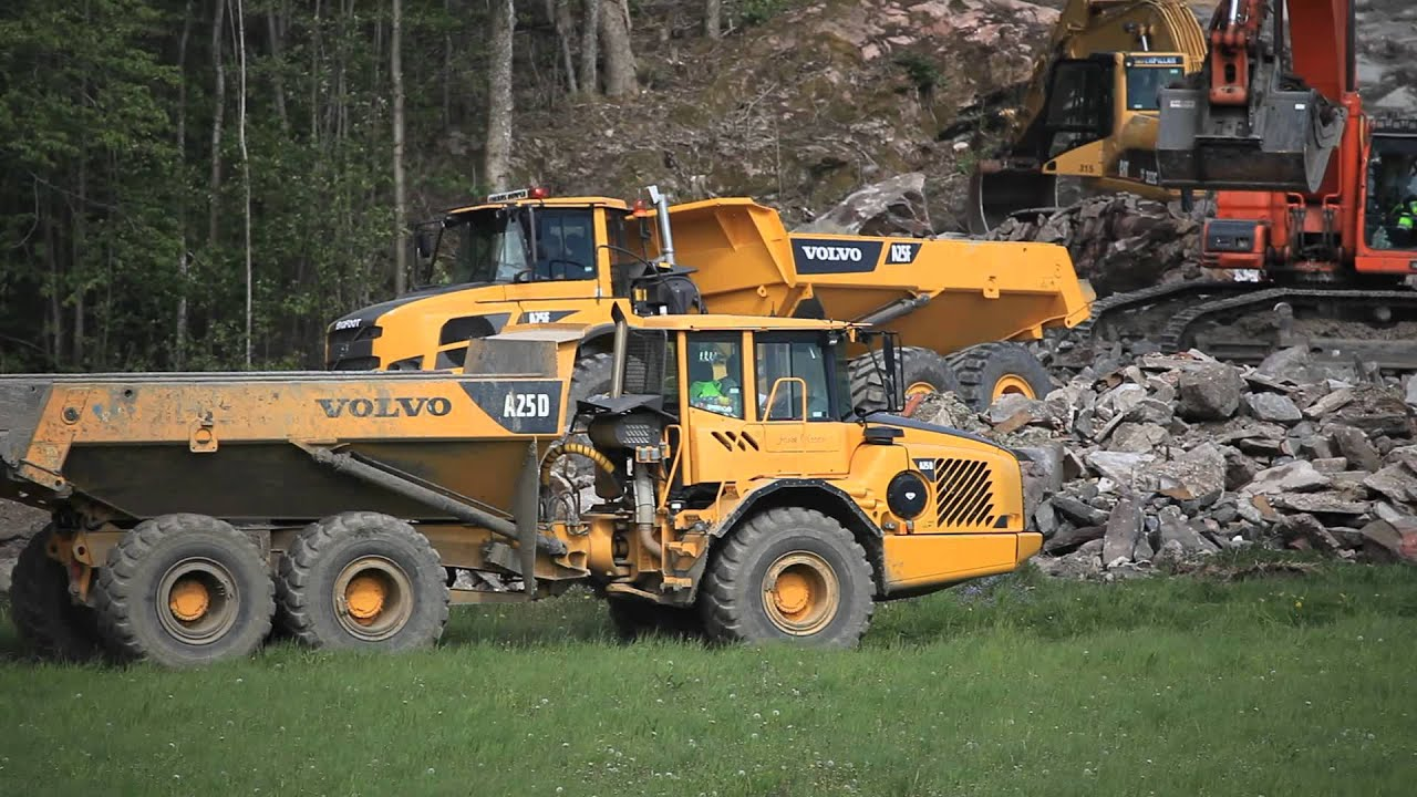 Volvo A25F at work - YouTube