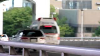 中央90にドクターを乗せ後を追うように病院へ向かう中央市民病院ドク...