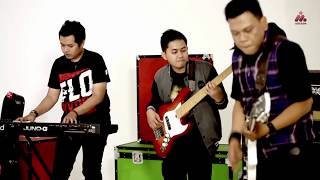 Dadali - Menjadi Pangeranmu (Official Music Video With Lyrics)