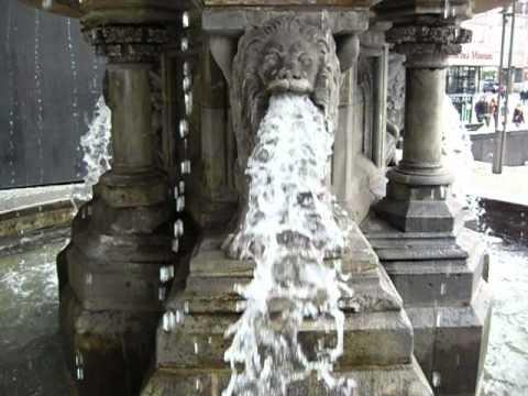 Kölner Dom Magischer Brunnen
