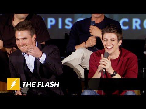 The Flash  ARROW VS FLASH Panel  The CW