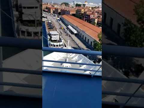 Breaking News - 5 Injured In Venice As Cruise Ship Slams Into Tourist Boat
