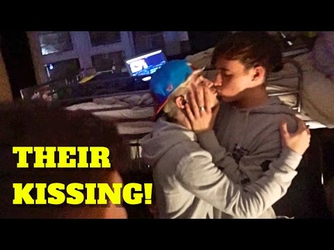 KISSING BECAUSE IT'S CHRISTMAS! - VLOGMAS