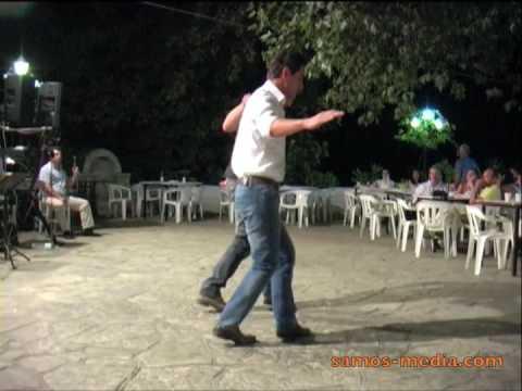 Samos: traditional greek dance on platía in Kastaneá