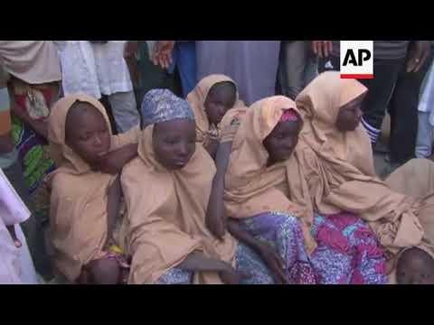 Testigos: Boko Haram libera a escolares retenidas en Nigeria