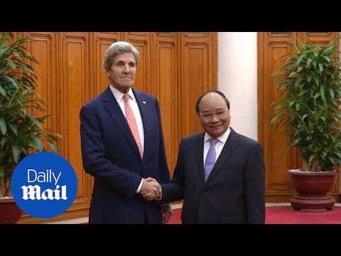 John Kerry meets with Vietnamese Prime Minister Nguyen Xuan Phuc - Daily Mail
