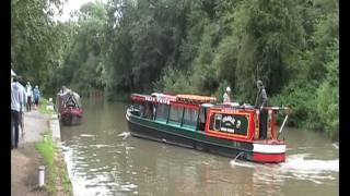 Canal Boats at Stoke Bruerne / Barcos de canal en Stoke Bruerne, UK.