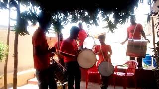 Начало индийской свадьбы в доме жениха. Город Маддебихал. Карнатака. Индия.