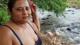 Conversando con Gladis La Sirenita camino al rio El Rosario en Ahuahcapan thumbnail
