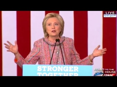 """""""I'll Never Be The Showman My Opponent Is!"""" Hillary Clinton Rally"""