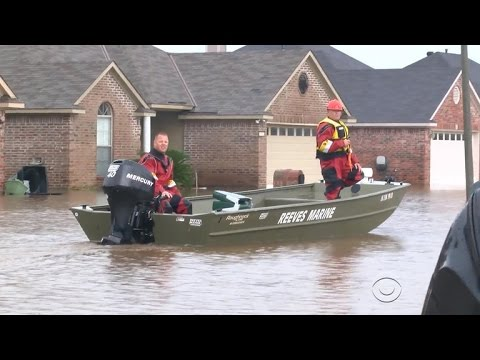 Flood waters trap Louisiana residents