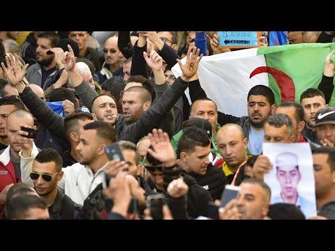 الجزائر: صور من مظاهرات الجمعة 53 في الذكرى الأولى من الحراك الشعبي  - نشر قبل 21 دقيقة