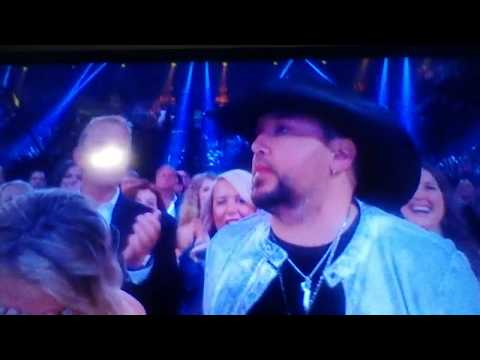 Jason Aldean wins Entertainer of the Year! 4-15-18