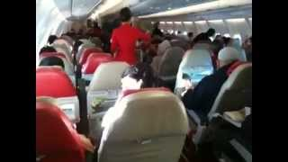 Video Dont fly Air Asia from SYD to KL - No INFLIGHT ENTERTAINMENT! download MP3, 3GP, MP4, WEBM, AVI, FLV Juli 2018