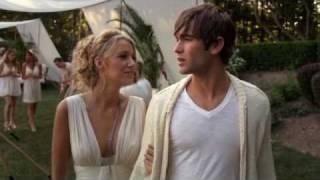 Nate & Serena kiss at white party; Gossip Girl