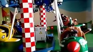 #Дети веселятся)игры в аэрохоккей,катание на каруселях)