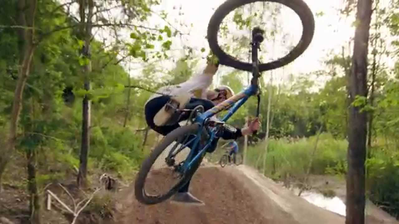 women's freestyle mountain bikers