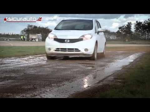 Nissan presenta la prima auto che non si sporca mai
