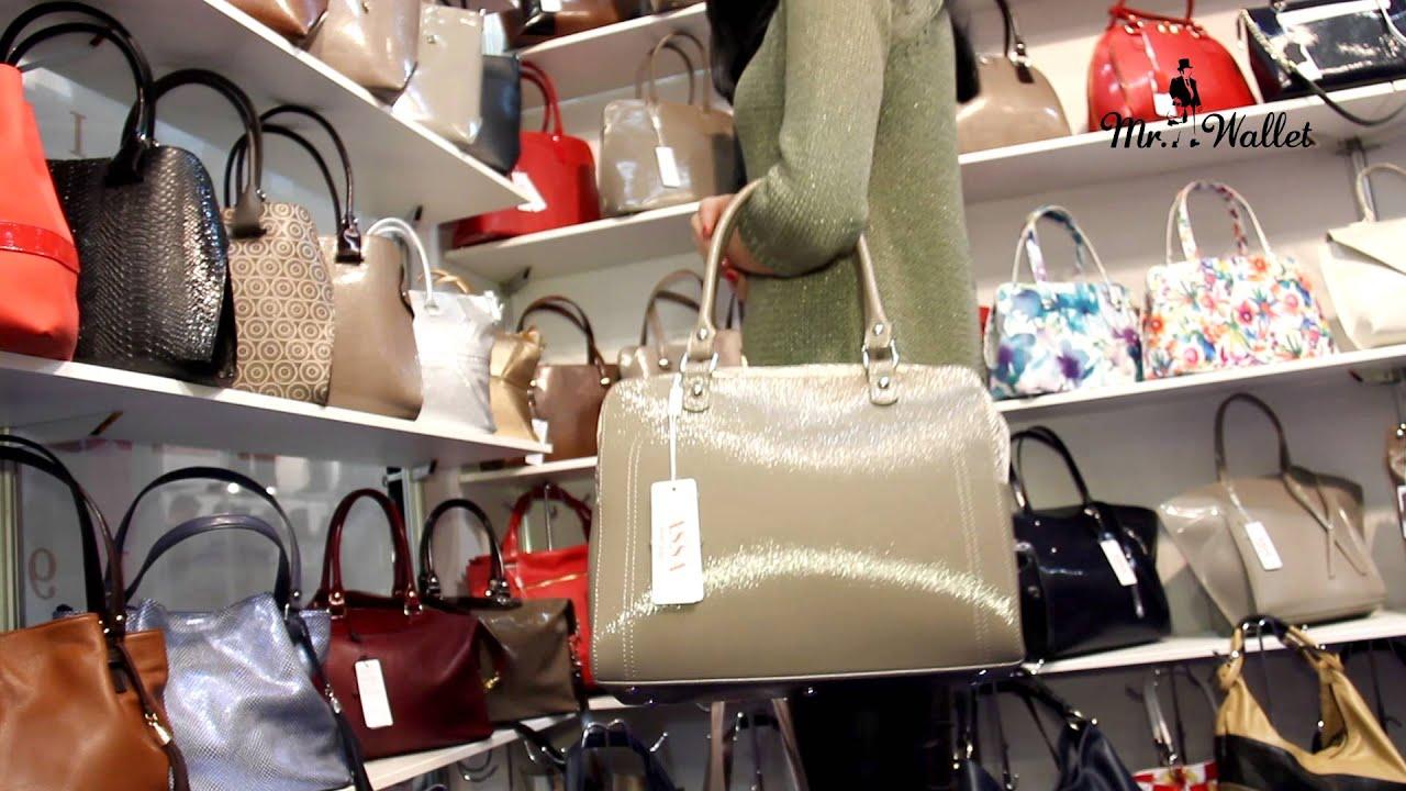 Идеальный вариант кожаные сумки. Они неприхотливы, смотрятся стильно и элегантно, а служат долго. Радует то, что теперь даже не выходя из дома, реально купить женскую сумку из ткани или кожи в любом городе украины киеве, харькове, днепропетровске, запорожье, львове, николаеве и т. Д.