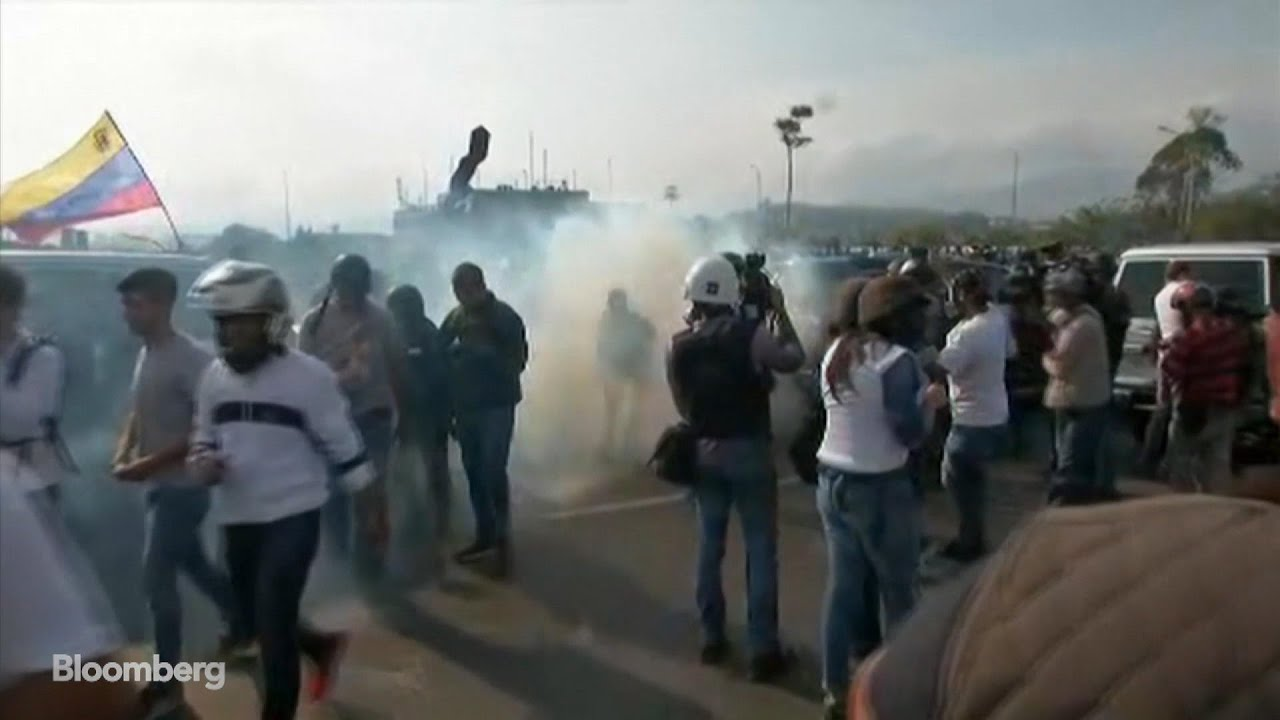 Venezuelan Soldiers Fire Tear Gas at Guaido Supporters