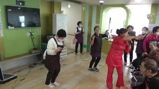 아파트♀️가수윤희정 (수지품바) 마추미실버케어 노래교…