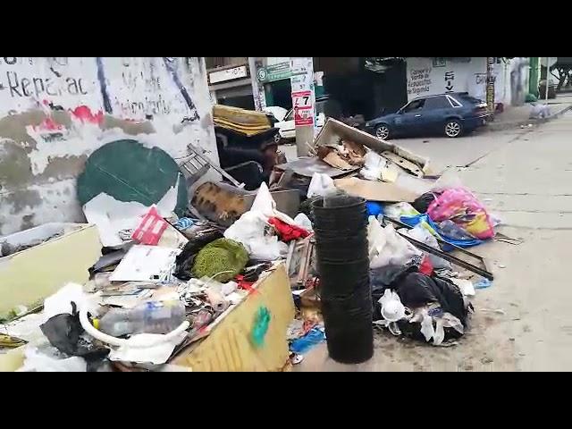Esquina de Pescaíto repleta de basura