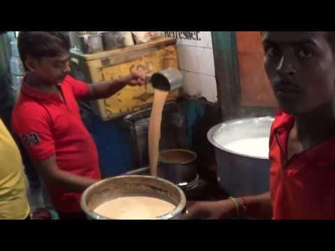 Street Foods Of India | Garam Chai (Hot Tea) Of The Popular 'Maharaj Snacks', Kolkata | Part 1 of 2
