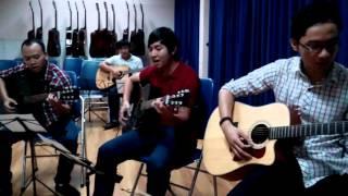 12hMusicSchool mở khóa học đàn Guitar rẻ và tốt nhất TPHCM-Nhạc sĩ Nguyễn Duy Hùng:0906.177 176