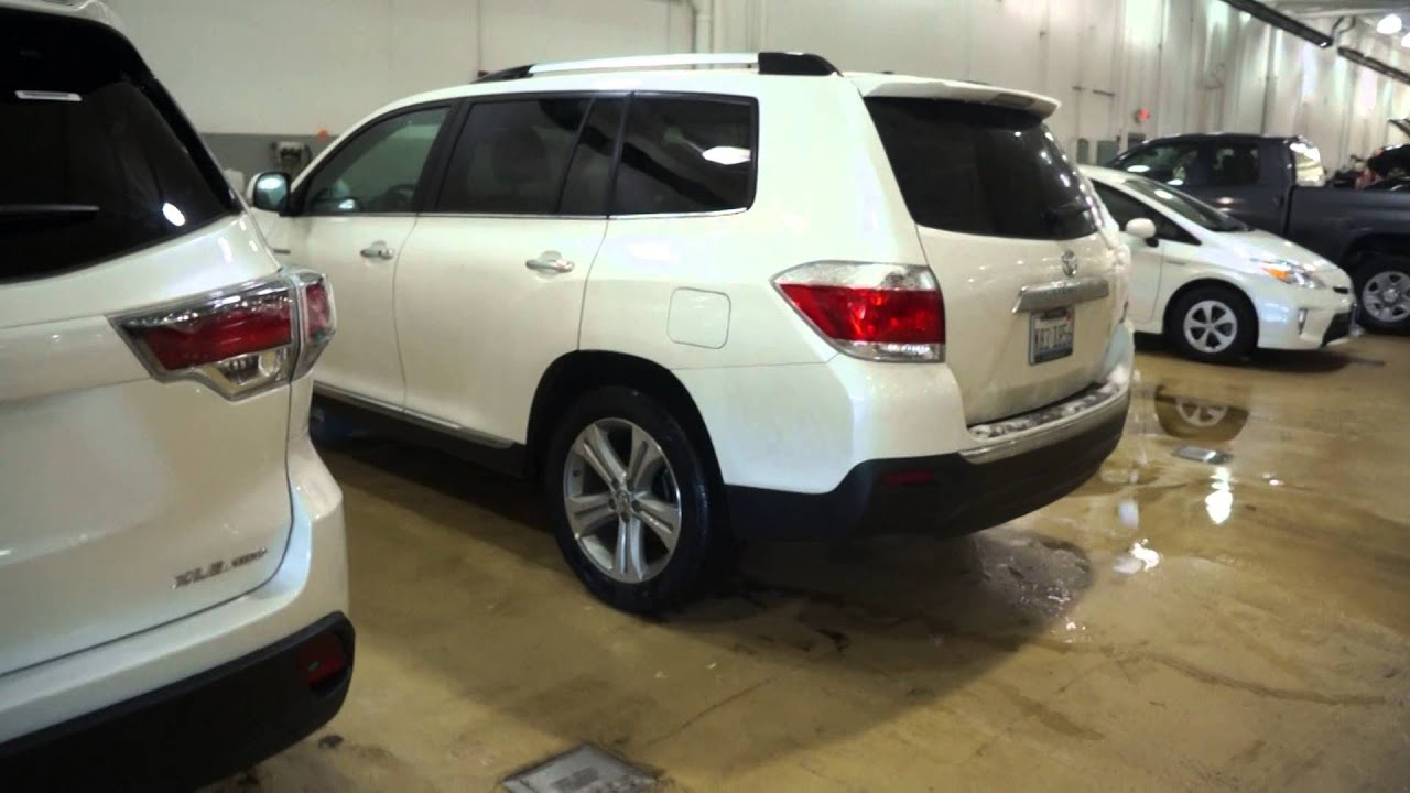 New 2014 vs 2013 toyota highlander xle awd limited exterior view and differences youtube Toyota highlander 2014 exterior