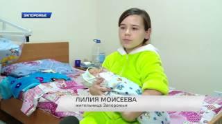 Молодая мама с ребенком просит о помощи