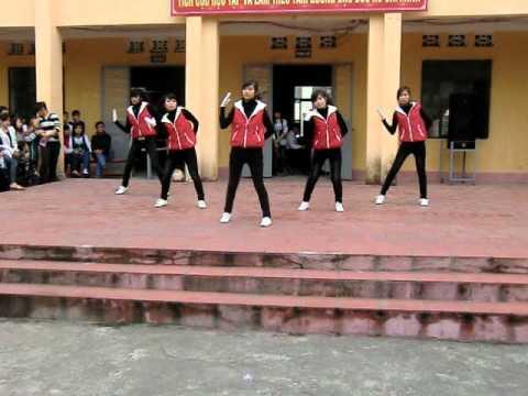Văn nghệ chào mừng 26/3/2011 - THPT Uông Bí - Part 1