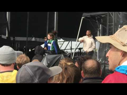 Christine and the Queens - The Loving Cup/Uptown Funk (Live 10.16.16)