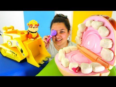 Adile ve #PawPatrol Rubble diş ipi ile tedavi ediyorlar. #doktoroyunları 😷