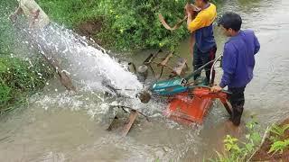 Máy cày qua suối xem mà hồi hộp