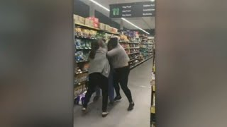 Video captures women's brawl over toilet paper at Woolworths