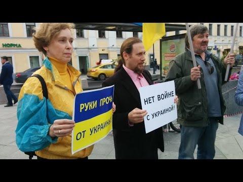 Реакция москвичей на пикет против войны с Украиной