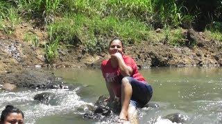 Cuando se trata de Selfies Celeste es la primera en la lista..nos dimos un chapuzon en el rio.