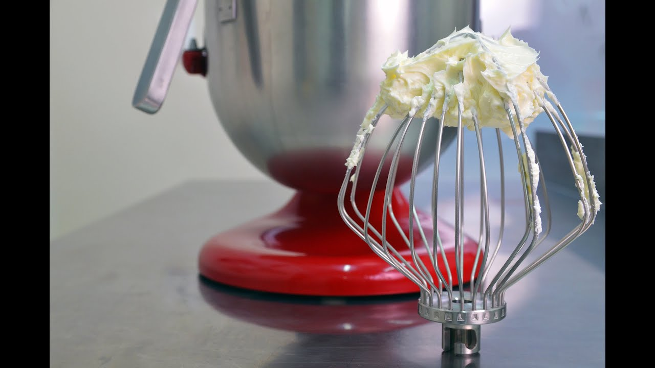 Crema de unt cu bezea elvetiana Reteta - Swiss meringue buttercream | Cuptorul lui Robert