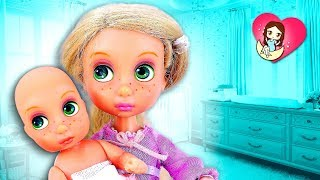 👧 ¡RAPUNZEL tiene un NUEVO HERMANITO BEBÉ! ► 🌙 Novelas con muñecas y juguetes Barbie