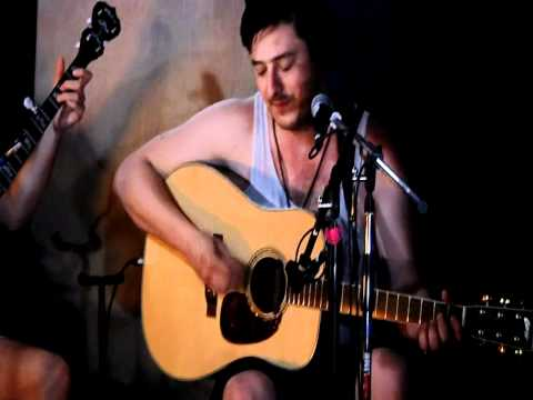 Mumford & Sons - Lover's Eyes (Backstage at Bonnaroo 2011)