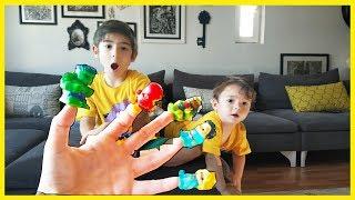 Annesi Yağız Cana Baş Parmağım Nerdesin Şarkısı Öğretiyor👍 -Funny Kids Videos -Funny video-Çocuk