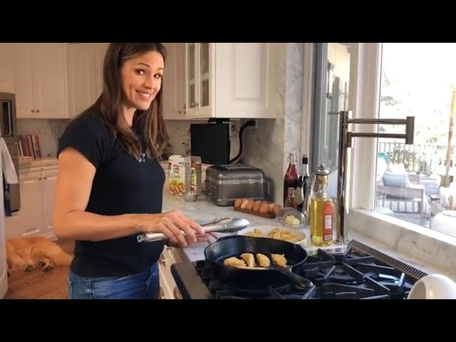 Jennifer Garner Cooks for Her Idol, the Barefoot Contessa! (Exclusive)