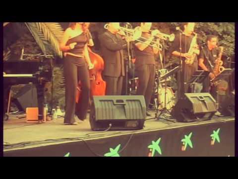 Straighten up and Fly right / La Vella Dixieland feat. Marian Barahona.