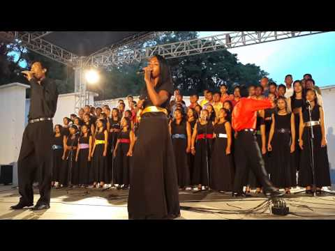 Mitoera (Concert) - Tanora Masina (feat. Hosana Ambohijatovo)